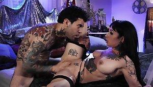 Severe stimulation for Jessie Lee's wet cunt