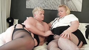 Fat matures try soft lesbian action together