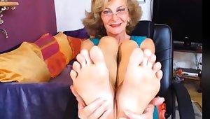 Sexy GILF Feet in Face CAM NO Politic