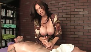 Hot masseuse with huge confidential helps make an issue of client pause by a handjob